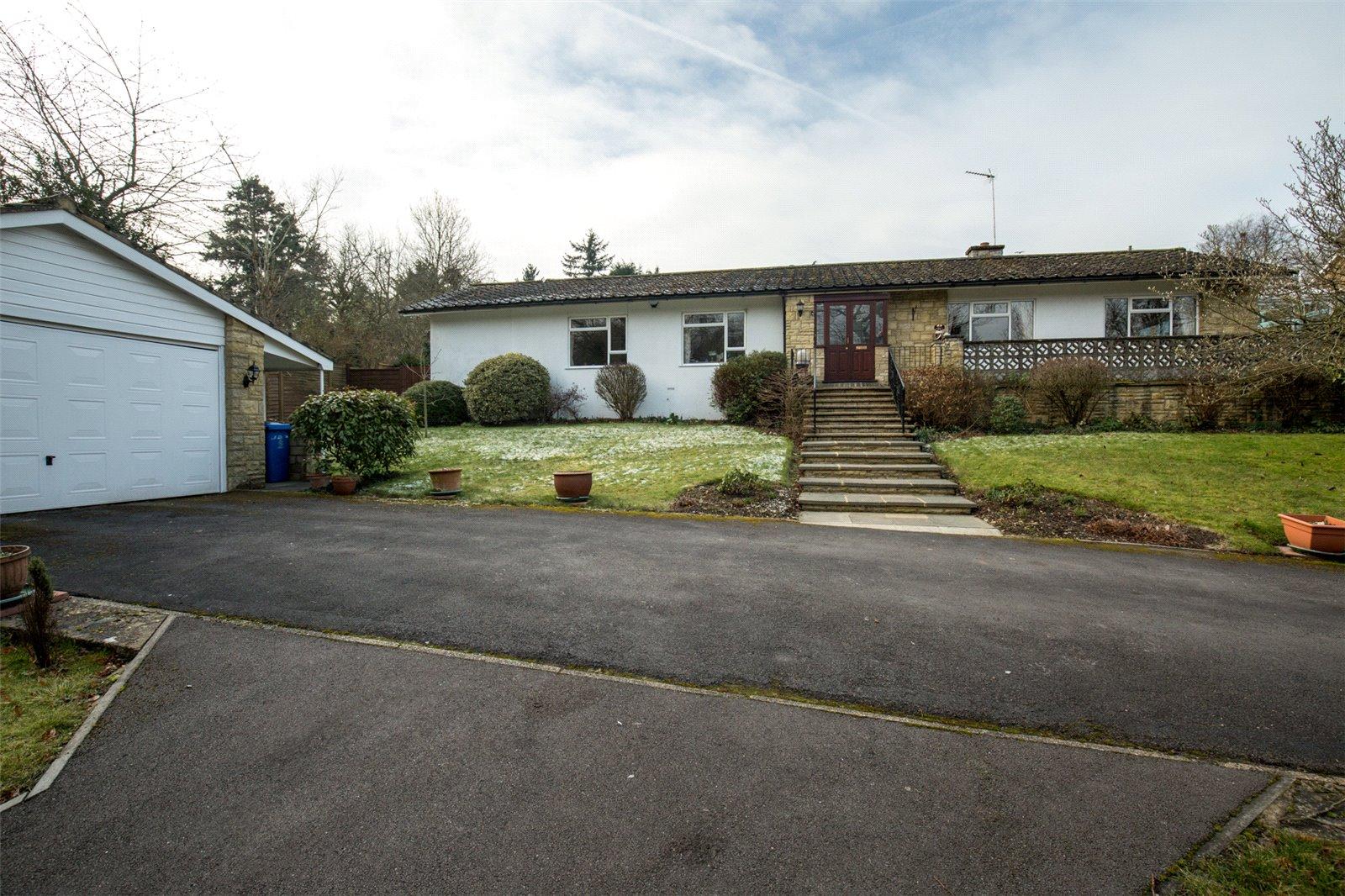 3 Bedrooms Detached Bungalow for sale in Dean Lane, Cookham Dean, Berkshire, SL6