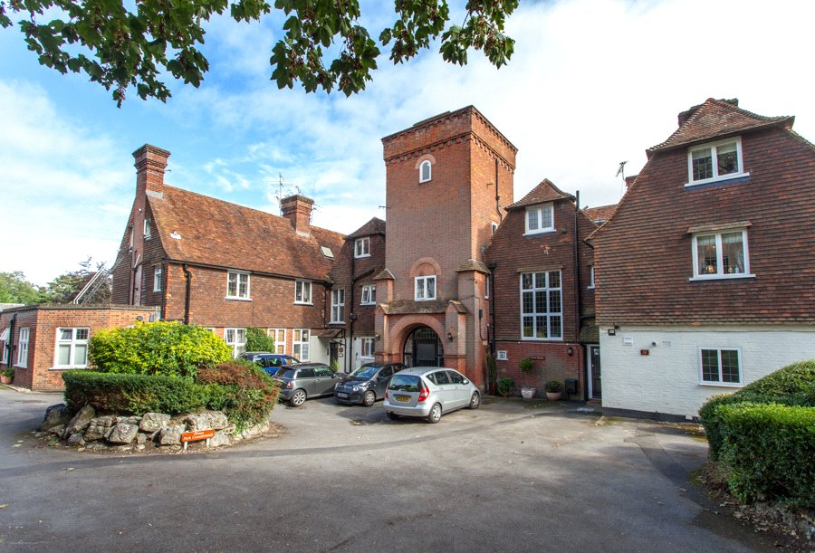 1 Bedroom Flat for sale in Tower House, Highfields, Marlow, Buckinghamshire, SL7