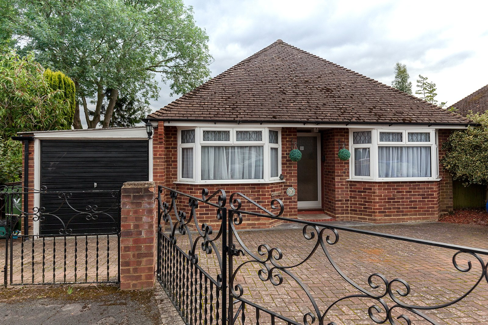 2 Bedrooms Detached Bungalow for sale in The Orchard, Marlow, Buckinghamshire, SL7