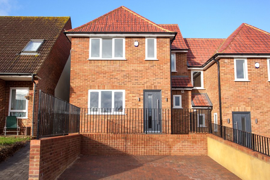 3 Bedrooms Semi Detached House for sale in Kingsley Drive, Marlow Bottom, Buckinghamshire, SL7