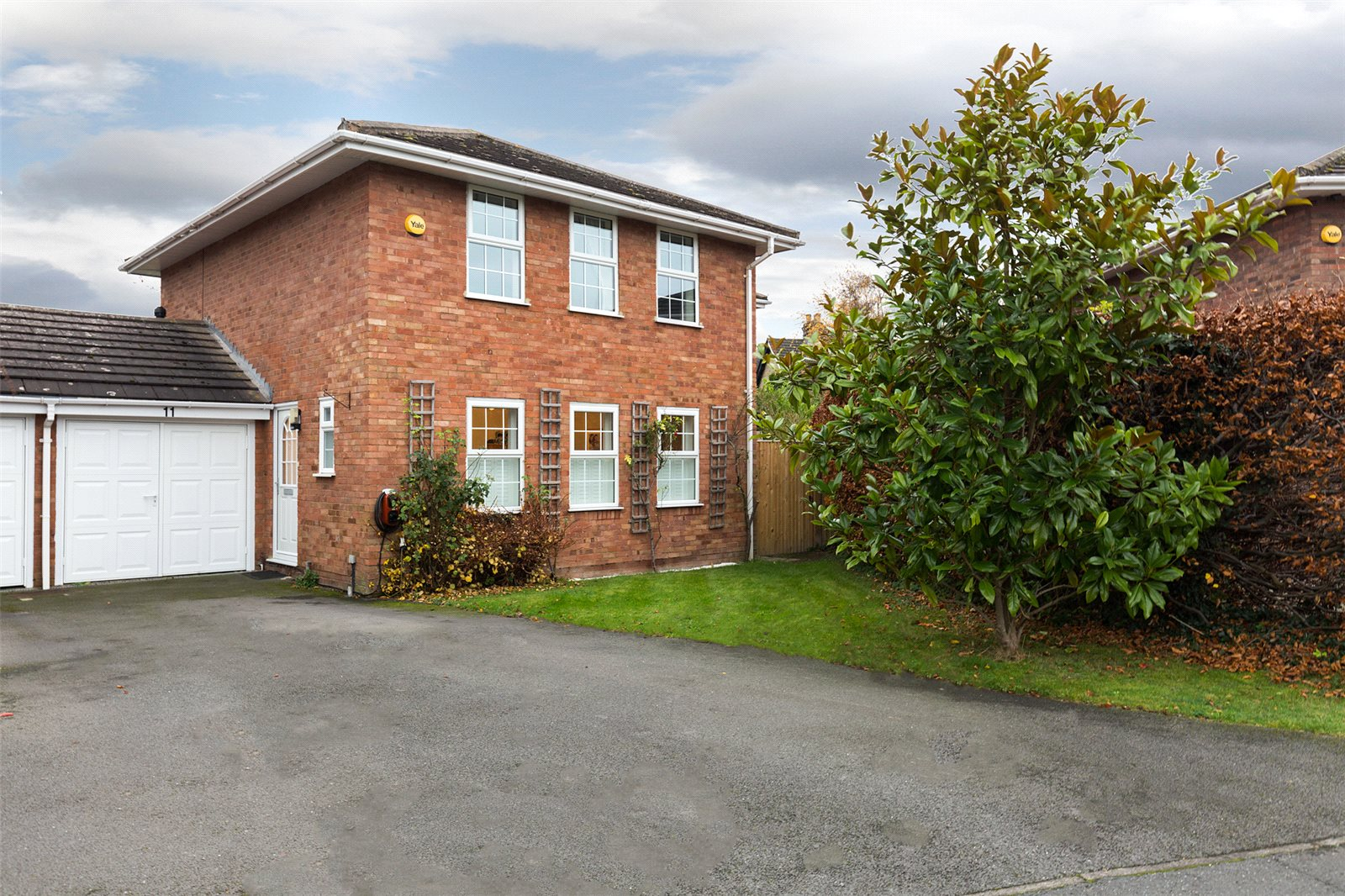 4 Bedrooms Link Detached House for sale in Millside, Bourne End, Buckinghamshire, SL8