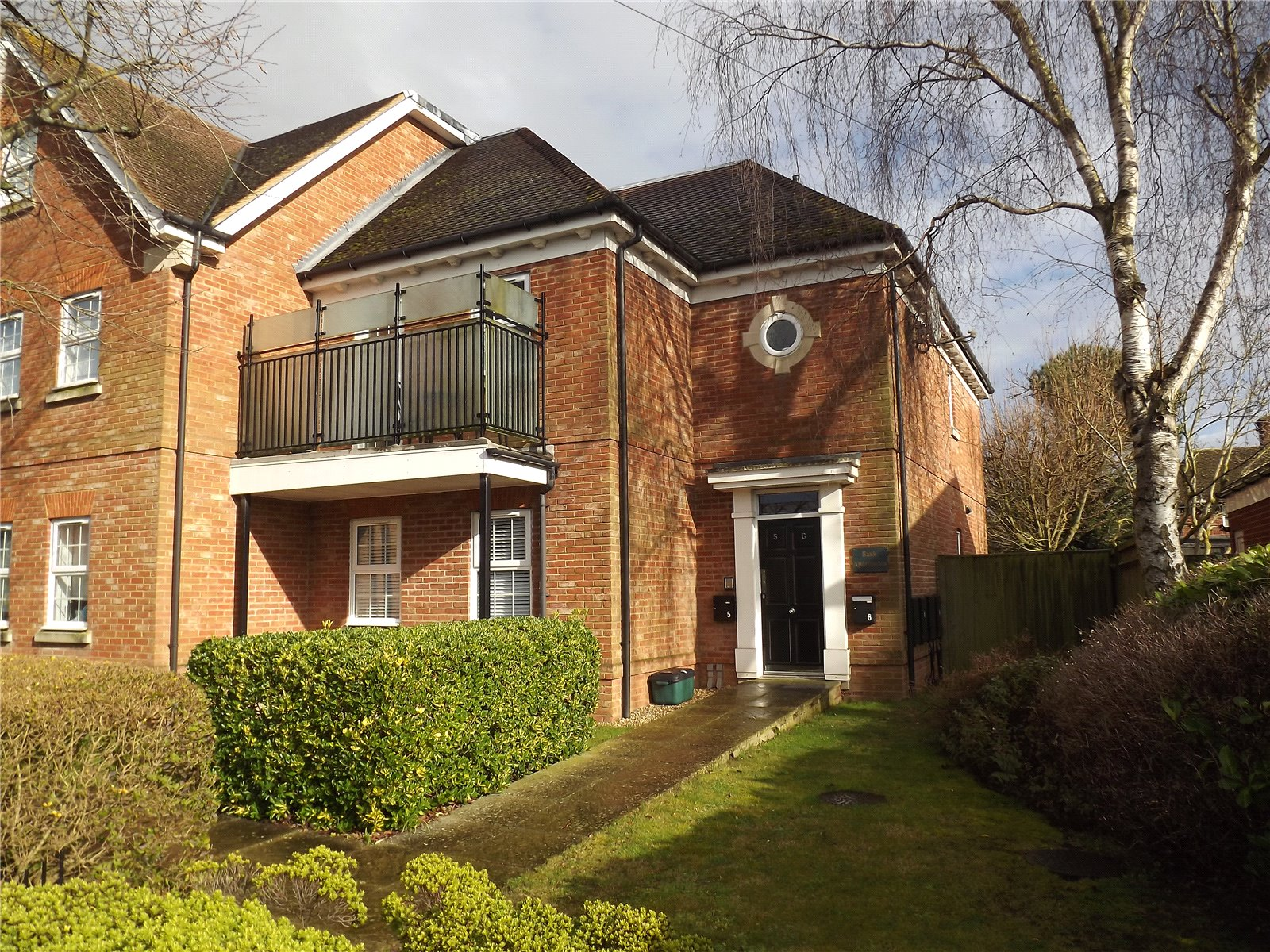 2 Bedrooms Flat for sale in Bank Apartments, Dean Street, Marlow, Buckinghamshire, SL7