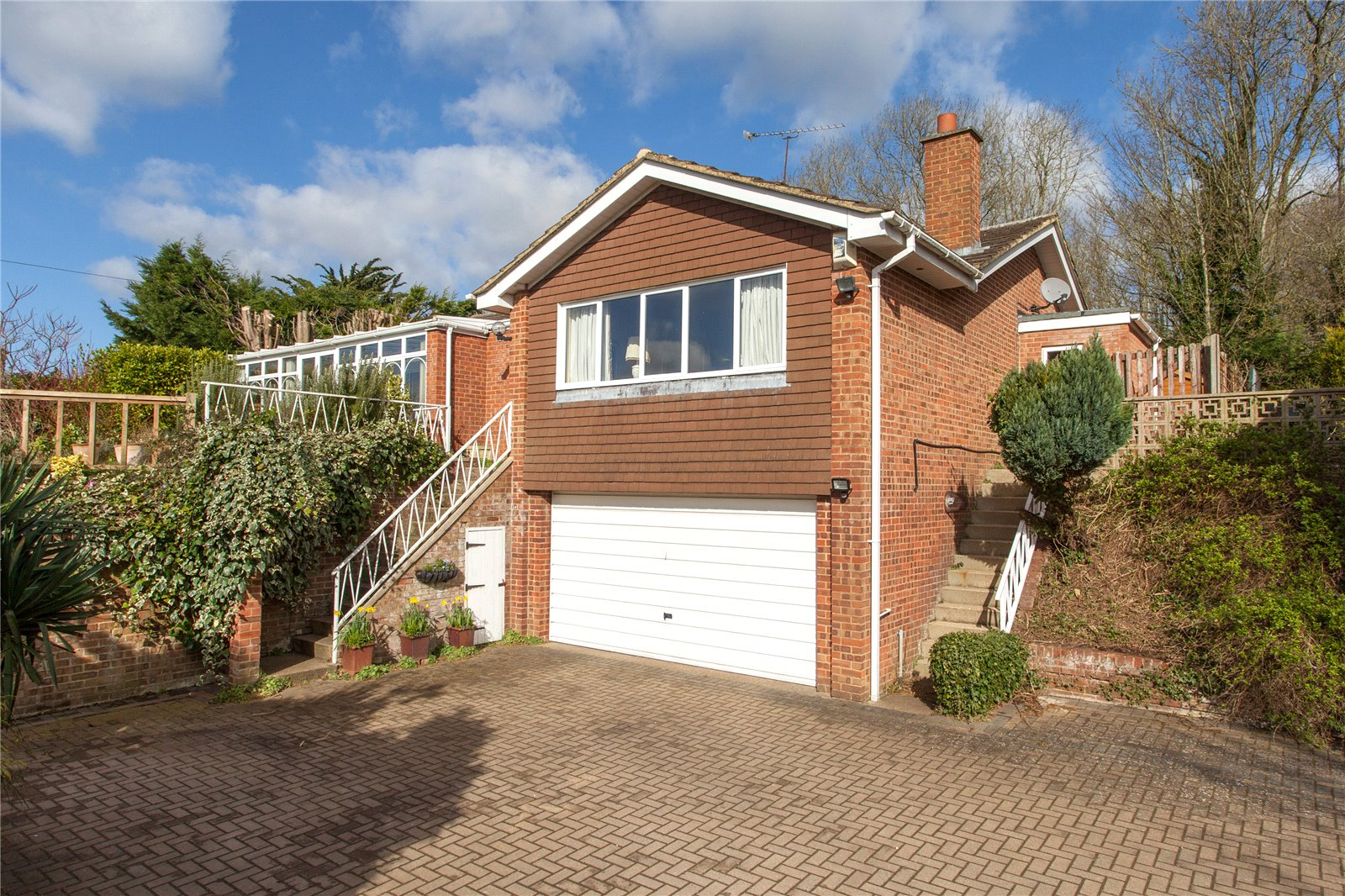 4 Bedrooms Detached House for sale in Knowl Hill Common, Knowl Hill, Reading, Berkshire, RG10