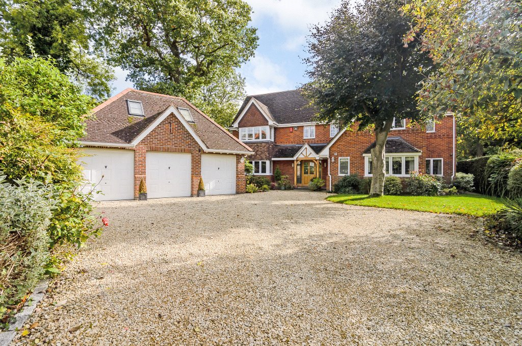 5 Bedrooms Detached House for sale in Orchard Chase, Hurst, Berkshire, RG10