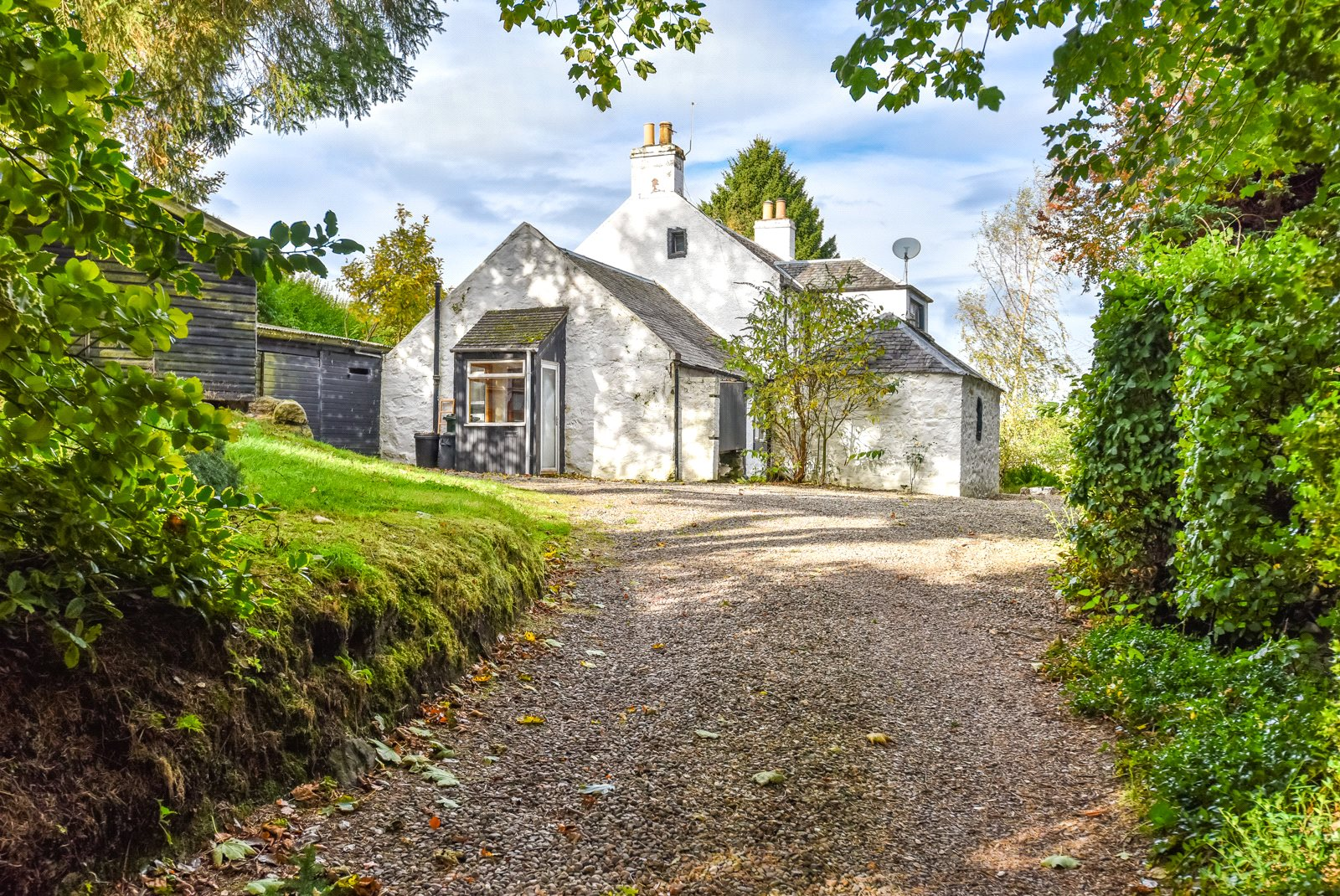2 Bedrooms Detached House for sale in The Drums of Pitversie, Perth Road, Abernethy, Perth, Perth and Kinross, PH2