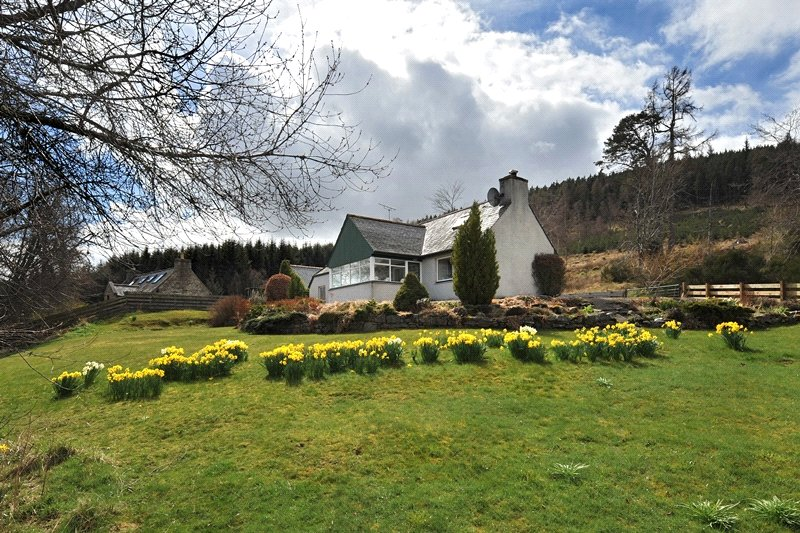 3 Bedrooms Detached House for sale in Drumnagrain, Ballindalloch, Ballindalloch, Moray, AB37