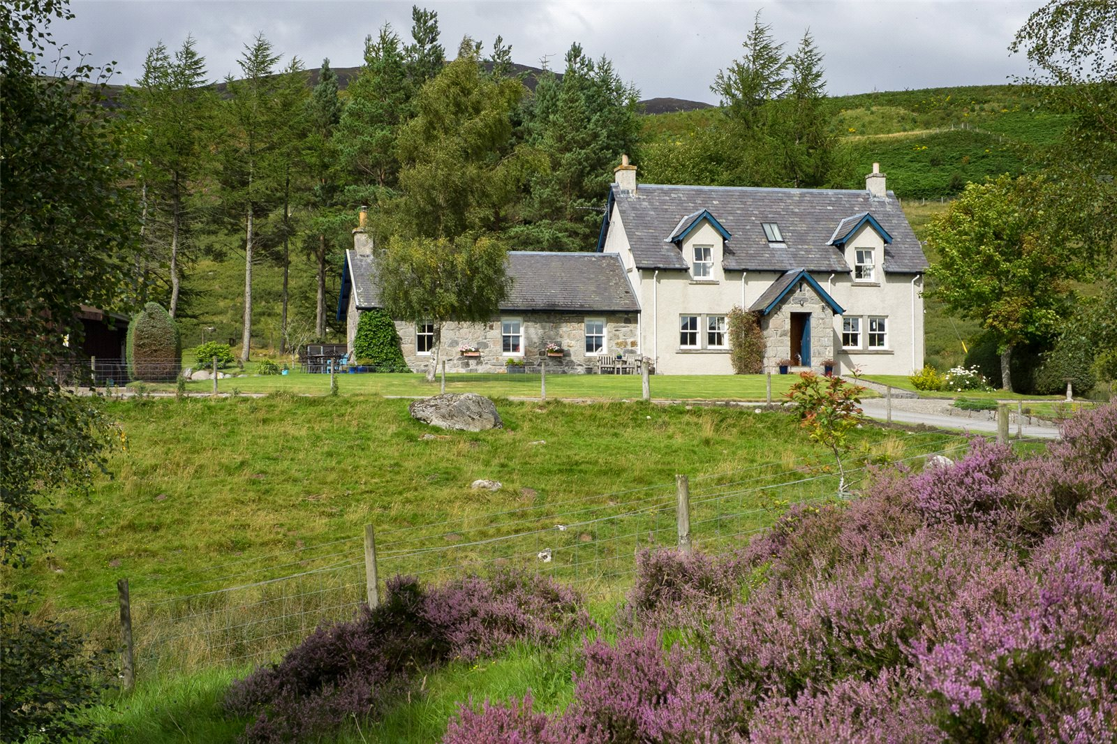 4 Bedrooms Detached House for sale in Hunthill and Smiddy Cottage, Laggan, Inverness-Shire, PH20