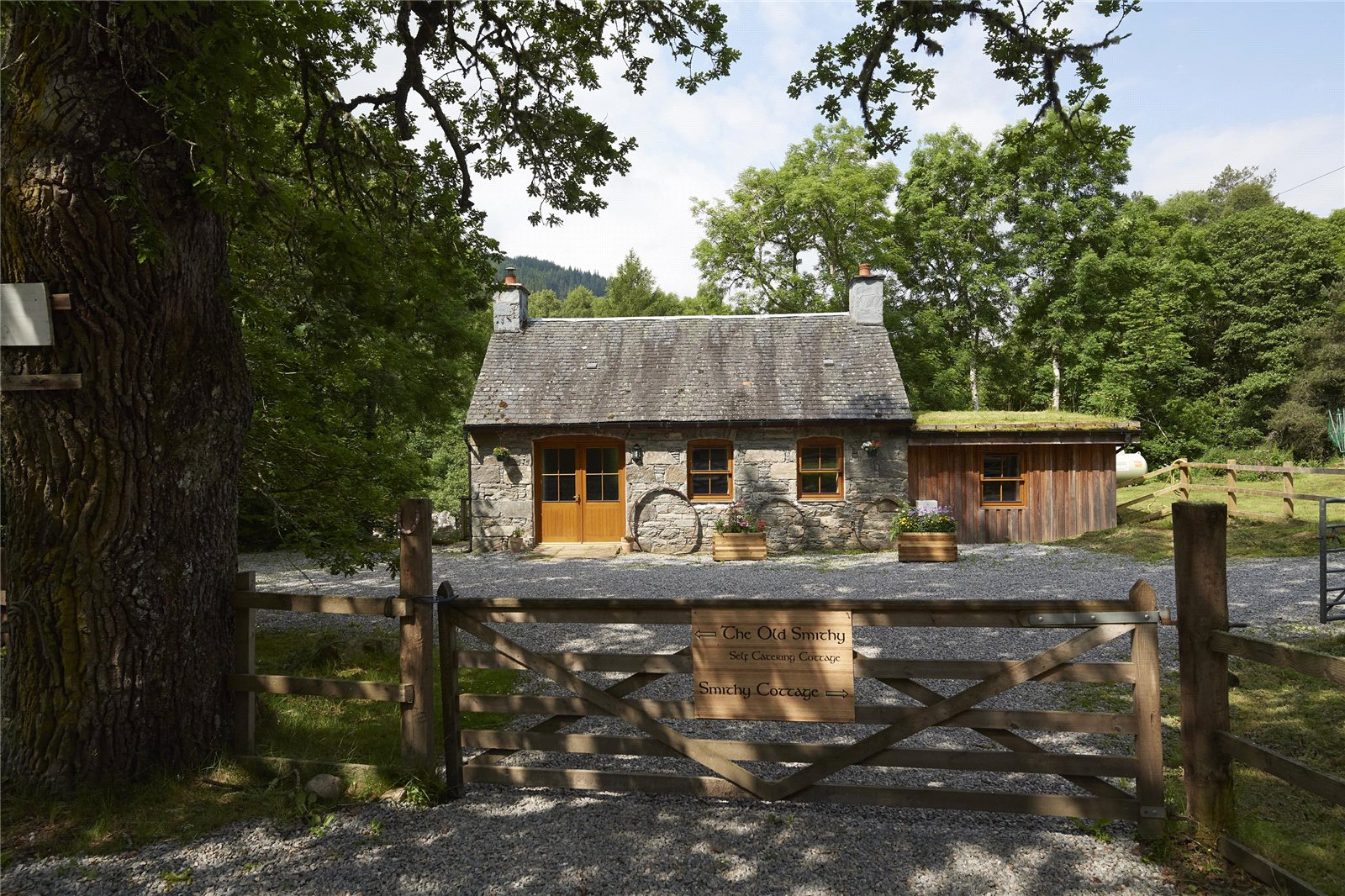 2 Bedrooms Detached House for sale in The Old Smithy, Invermoriston, Inverness, IV63