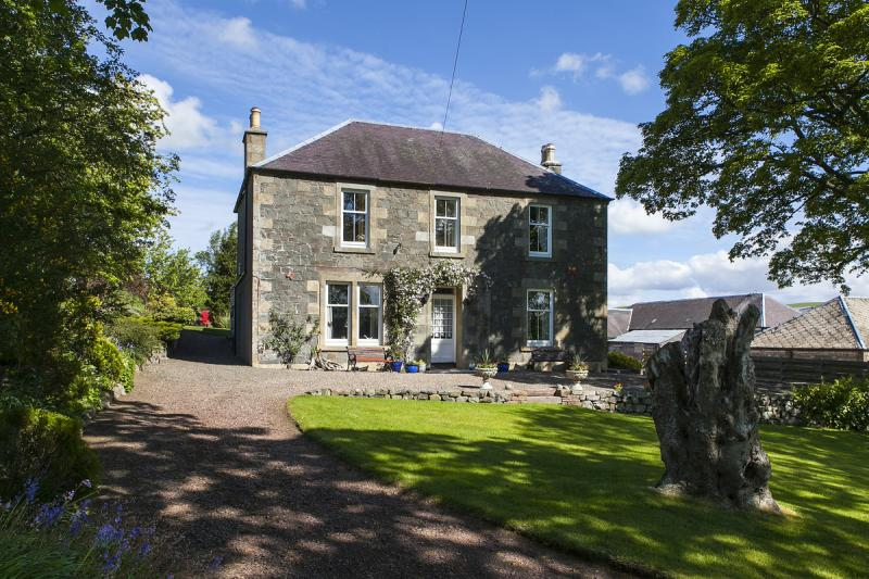 5 Bedrooms Detached House for sale in South Mains Farmhouse, Skirling, Biggar, South Lanarkshire, ML12
