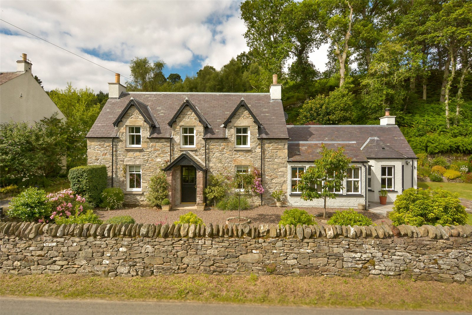 3 Bedrooms Detached House for sale in Carnliath, Strathtay, Pitlochry, Perthshire, PH9