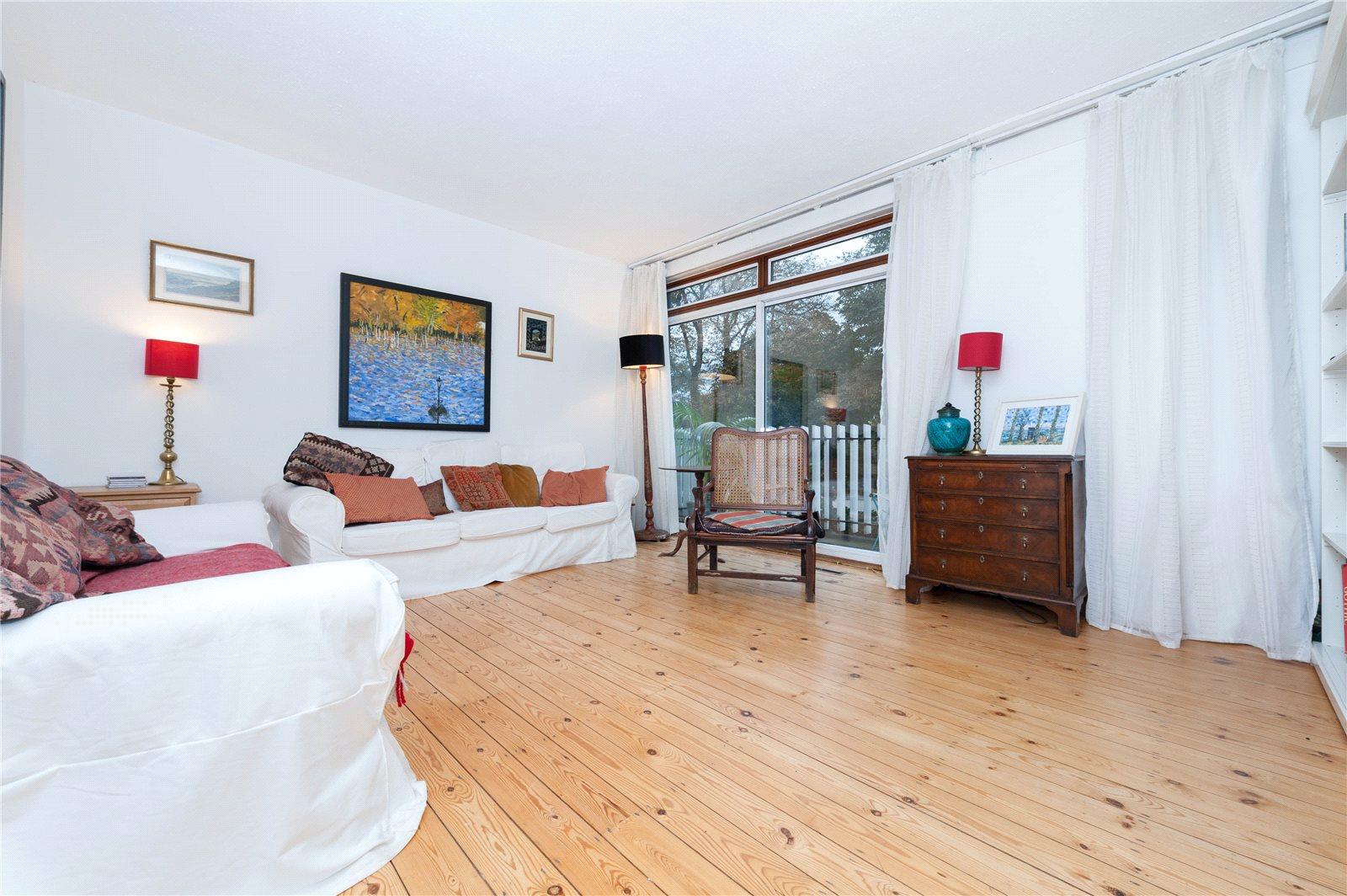 3 Bedrooms Maisonette Flat for sale in Gore Road, South Hackney, E9