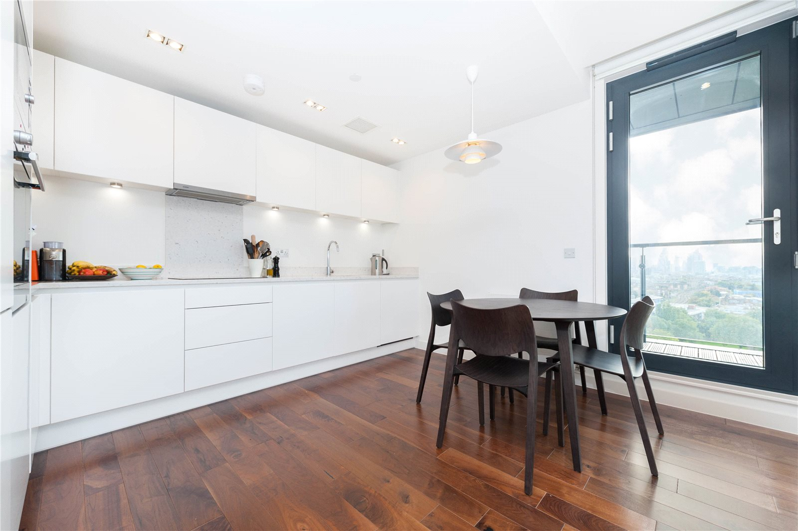 2 Bedrooms Flat for sale in Grand Regent Tower, Palmers Road, E2