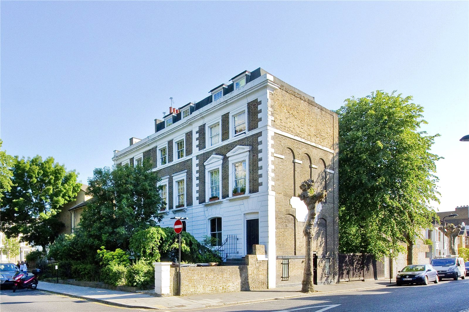 2 Bedrooms Flat for sale in Lauriston Road, South Hackney, E9