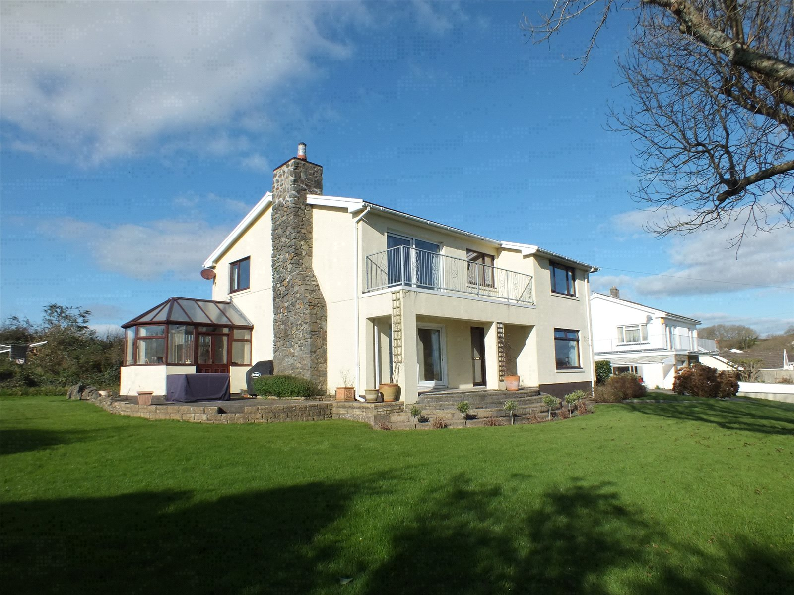 4 Bedrooms Detached House for sale in Lighthouse Drive, Llanstadwell, Pembrokeshire