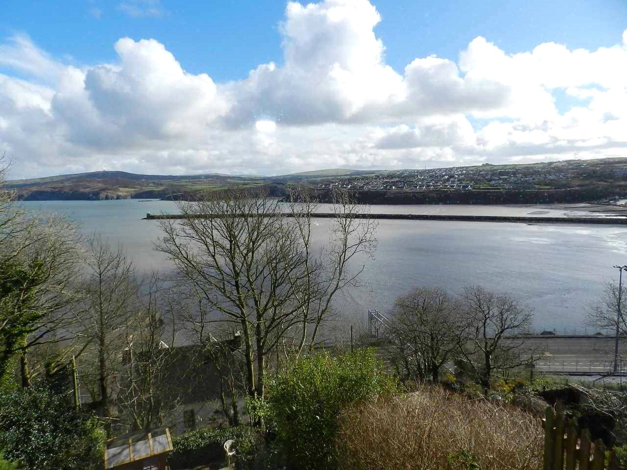 6 Bedrooms End Of Terrace House for sale in Porthceri, New Hill Villas, Goodwick, Pembrokeshire