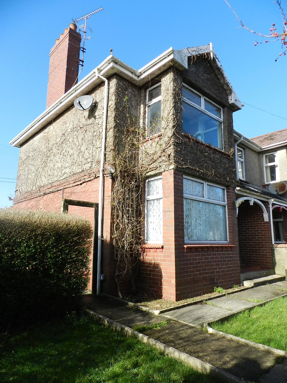 4 Bedrooms Semi Detached House for sale in Crowhill, Haverfordwest, Pembrokeshire