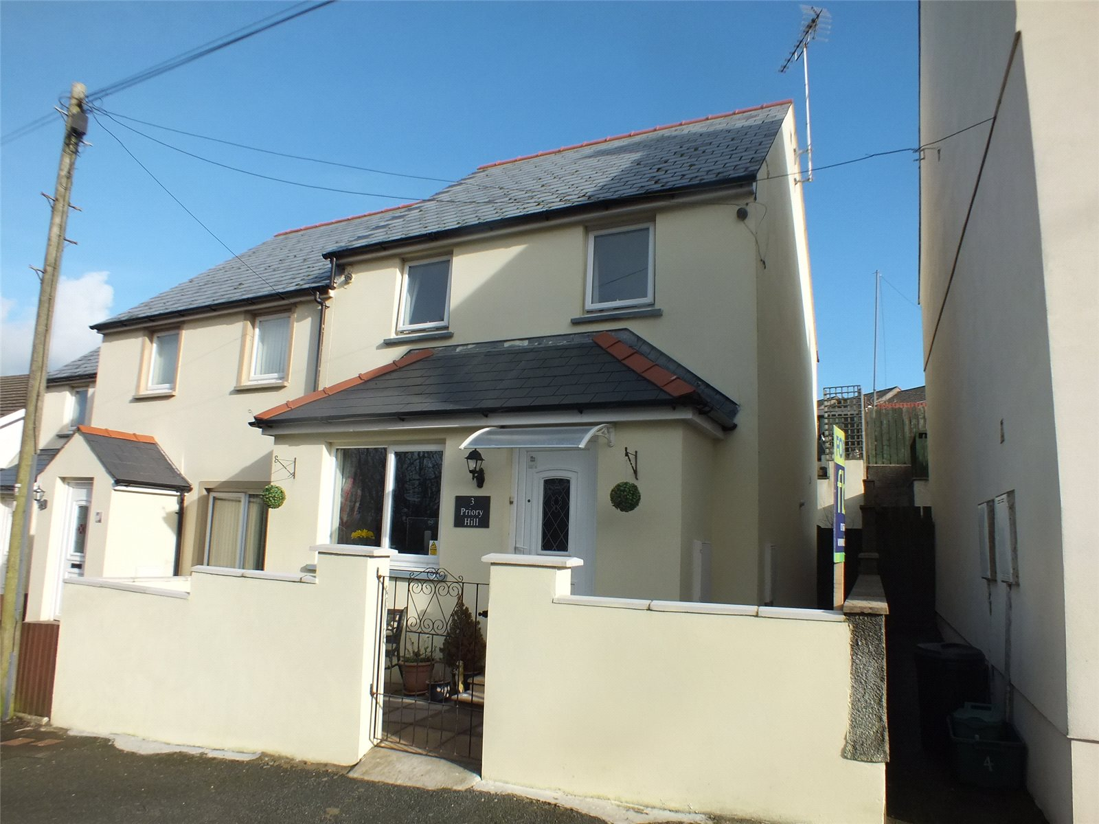 3 Bedrooms End Of Terrace House for sale in Priory Hill, Milford Haven, Pembrokeshire