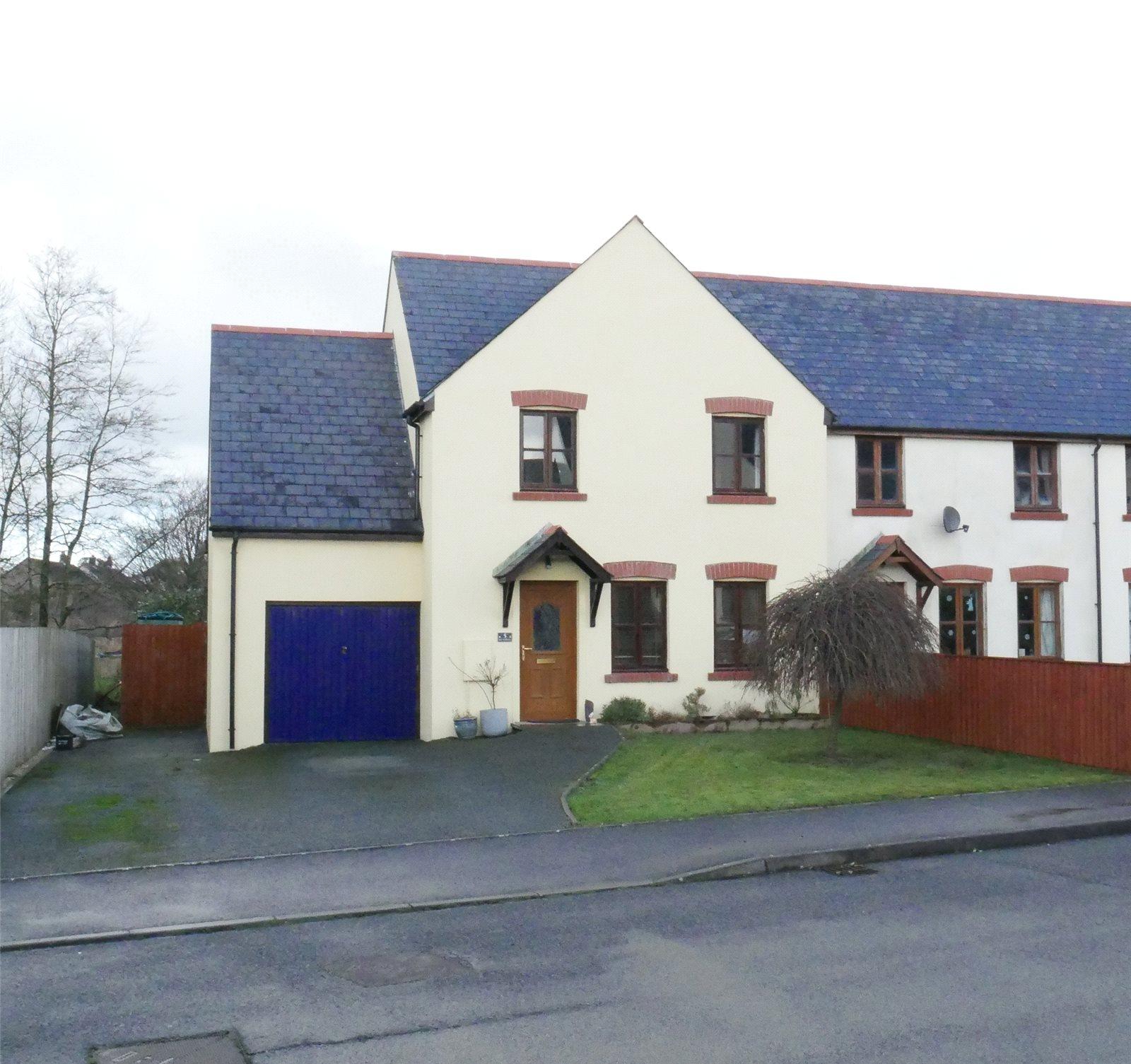 4 Bedrooms End Of Terrace House for sale in Bro'r Dderwen, Clynderwen, Pembrokeshire