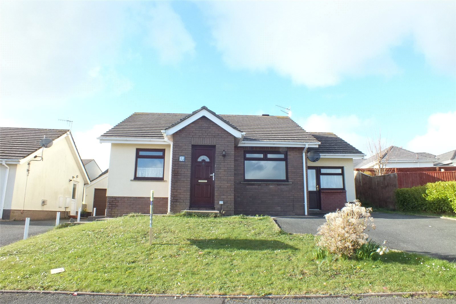 2 Bedrooms Detached Bungalow for sale in Glenview Avenue, Pembroke Dock, Pembrokeshire