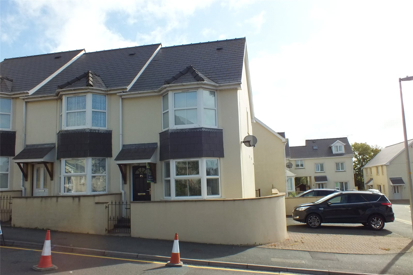2 Bedrooms House for sale in Treowen Road, Pembroke Dock, Pembrokeshire