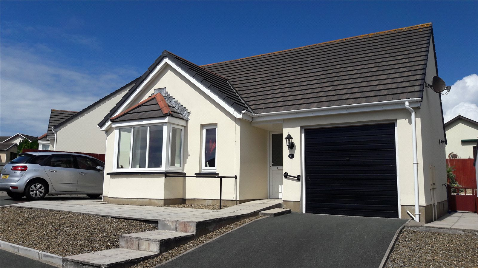 3 Bedrooms Detached Bungalow for sale in Donovan Reed Gardens, Pembroke Dock, Pembrokeshire