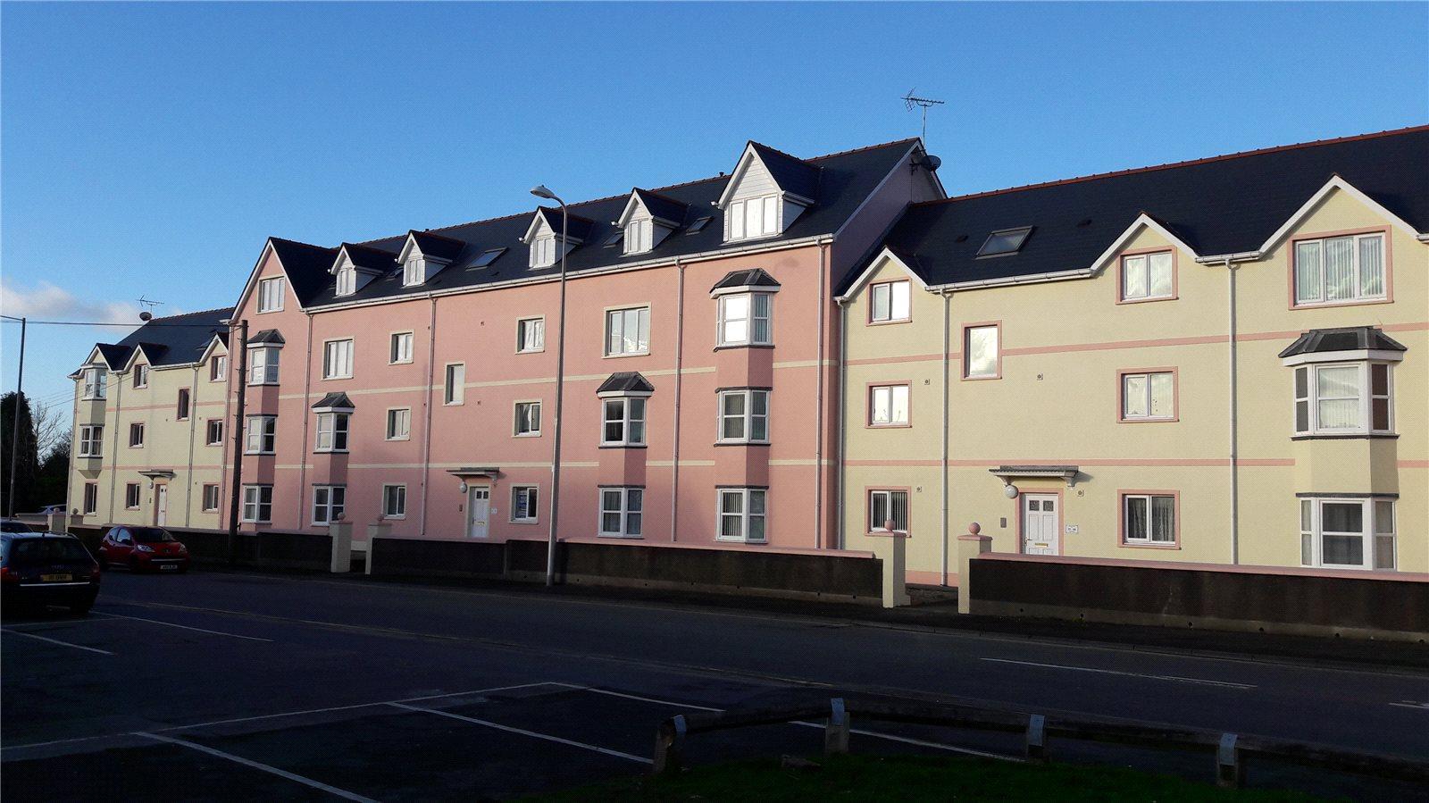 2 Bedrooms Flat for sale in London Road, Pembroke Dock, Pembrokeshire