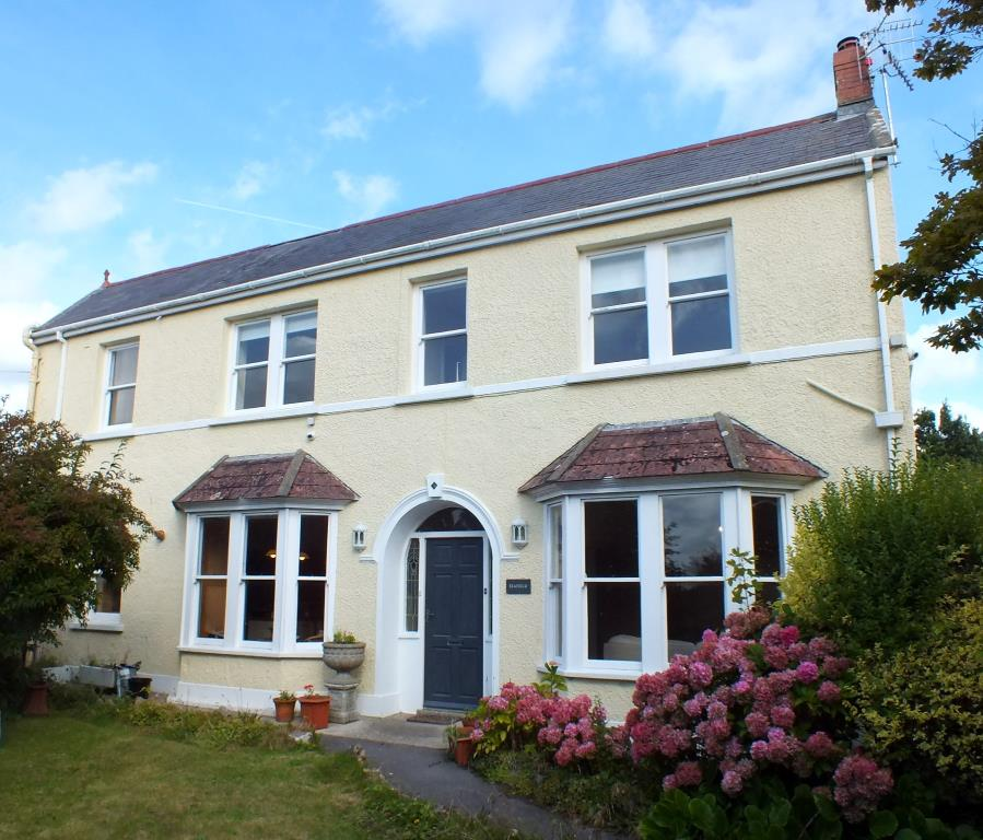 3 Bedrooms Detached House for sale in Seafield, Narberth Road, Tenby, Pembrokeshire