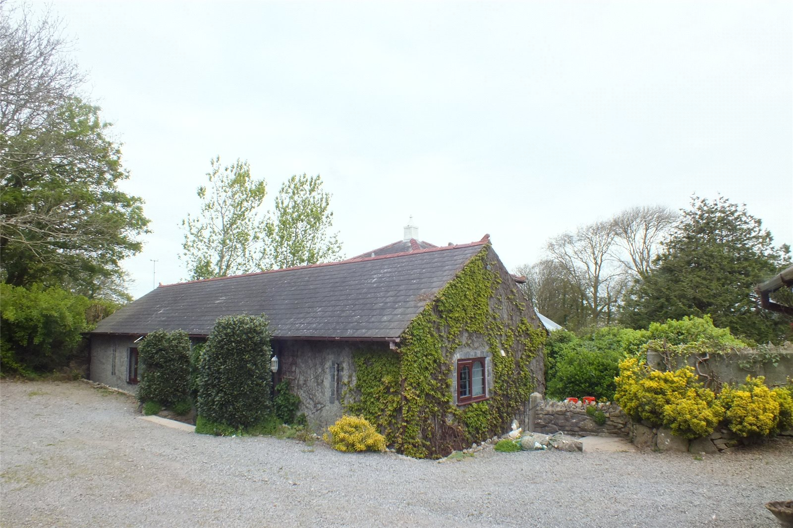 4 Bedrooms Detached Bungalow for sale in Sequoia Lodge, West Grove Lane, Hundleton, Pembroke