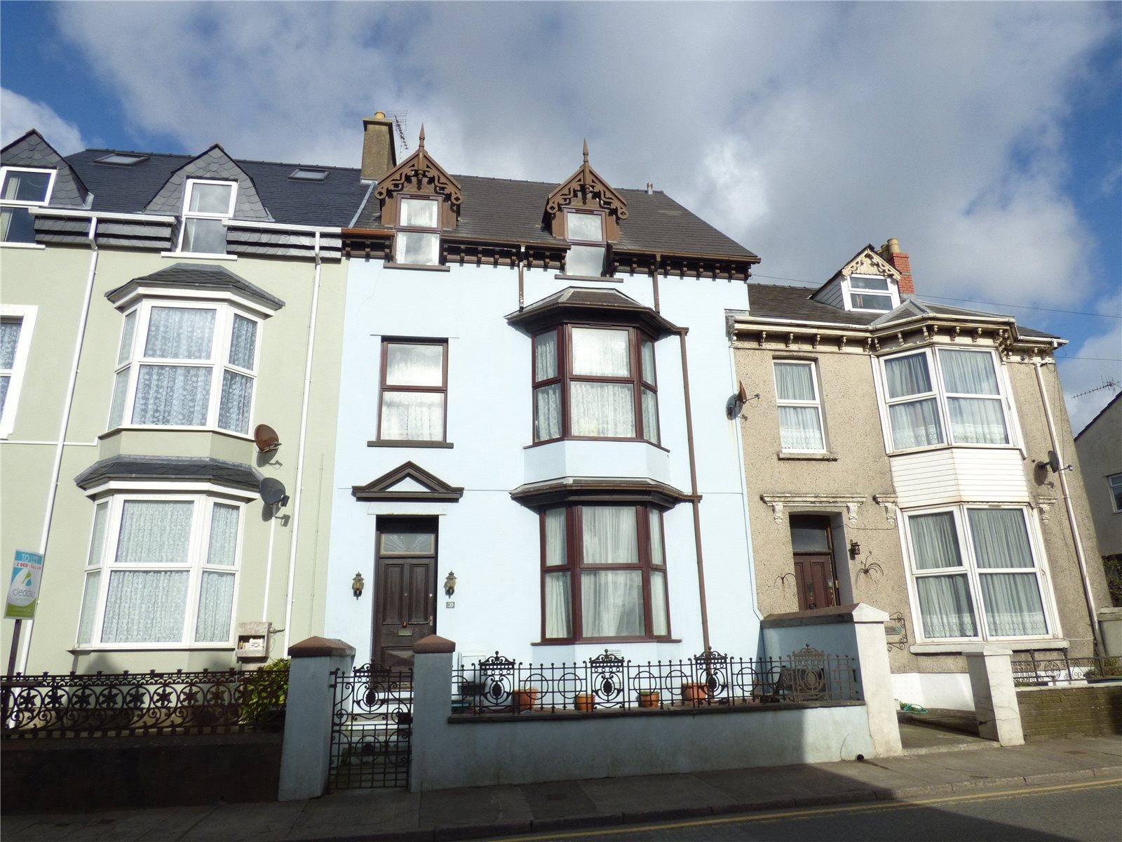 7 Bedrooms Terraced House for sale in London Road, Pembroke Dock, Pembrokeshire