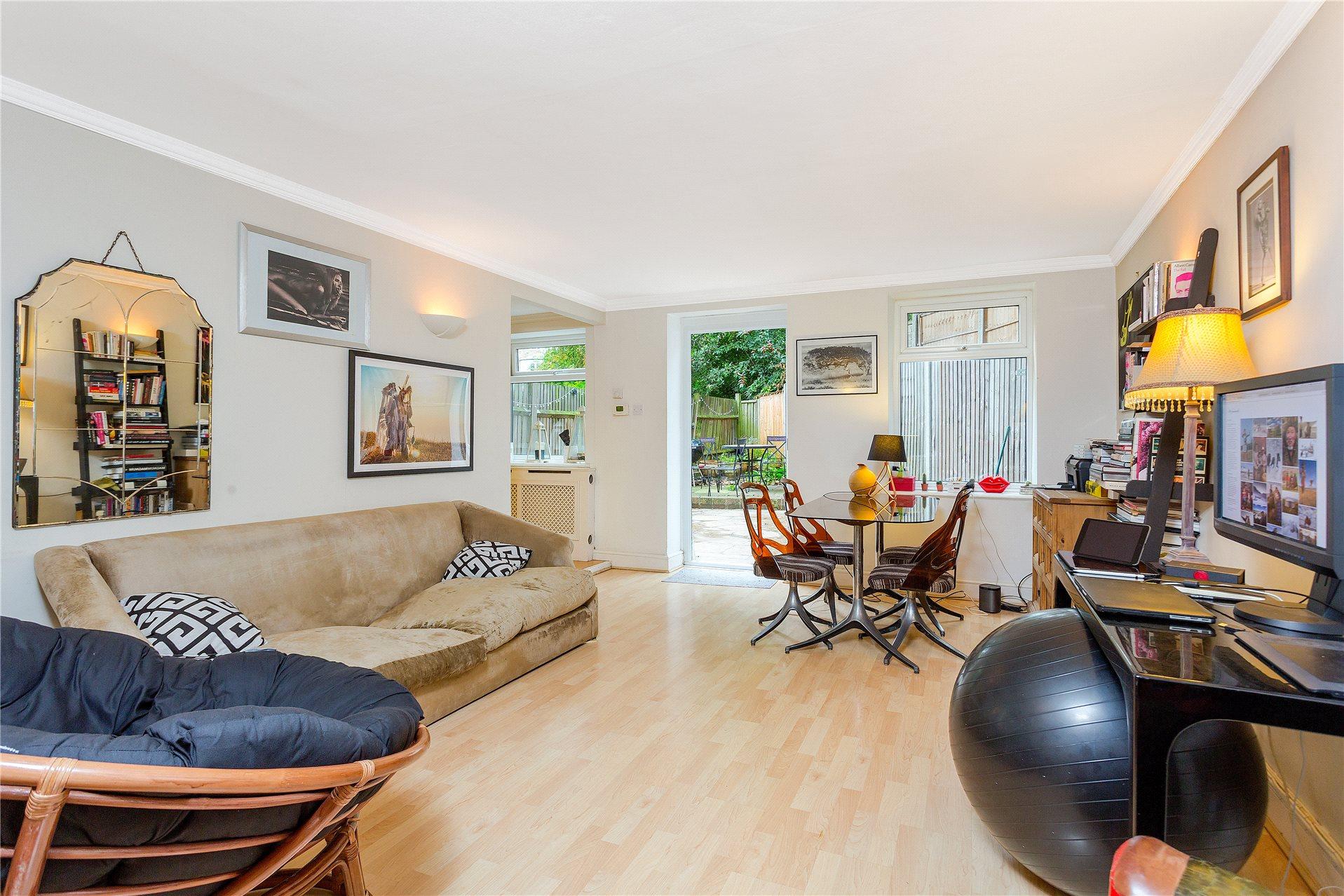 3 Bedrooms Flat for sale in Primrose Gardens, Belsize Park, London, NW3