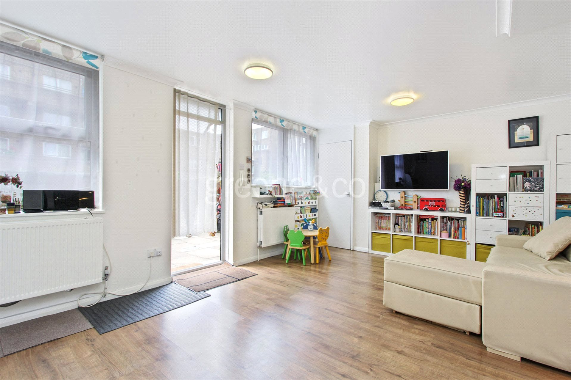 2 Bedrooms Flat for rent in Shire House, Lamb's Passage, London, EC1Y
