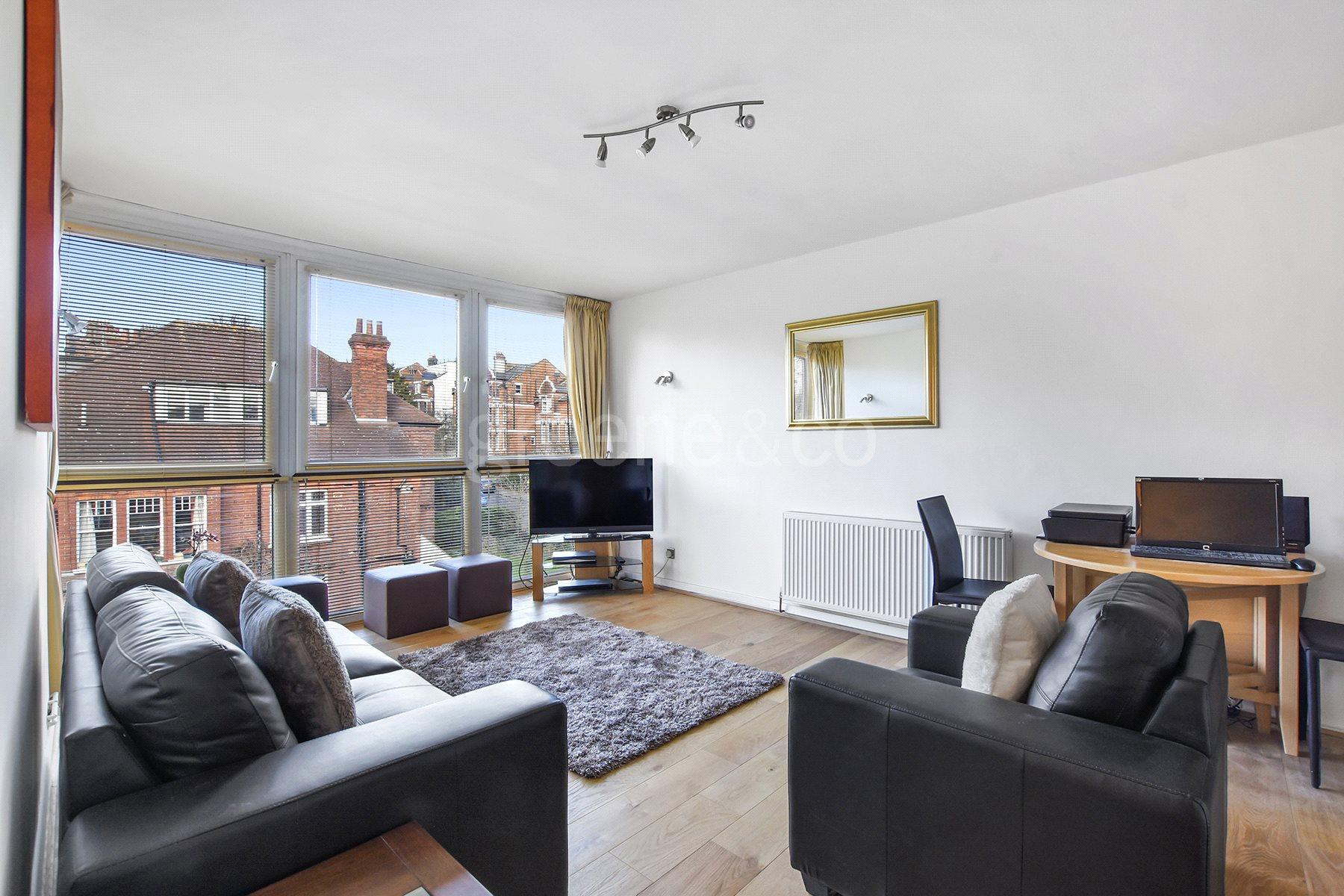 2 Bedrooms Flat for sale in Hurst Lodge, Coolhurst Road, London, N8