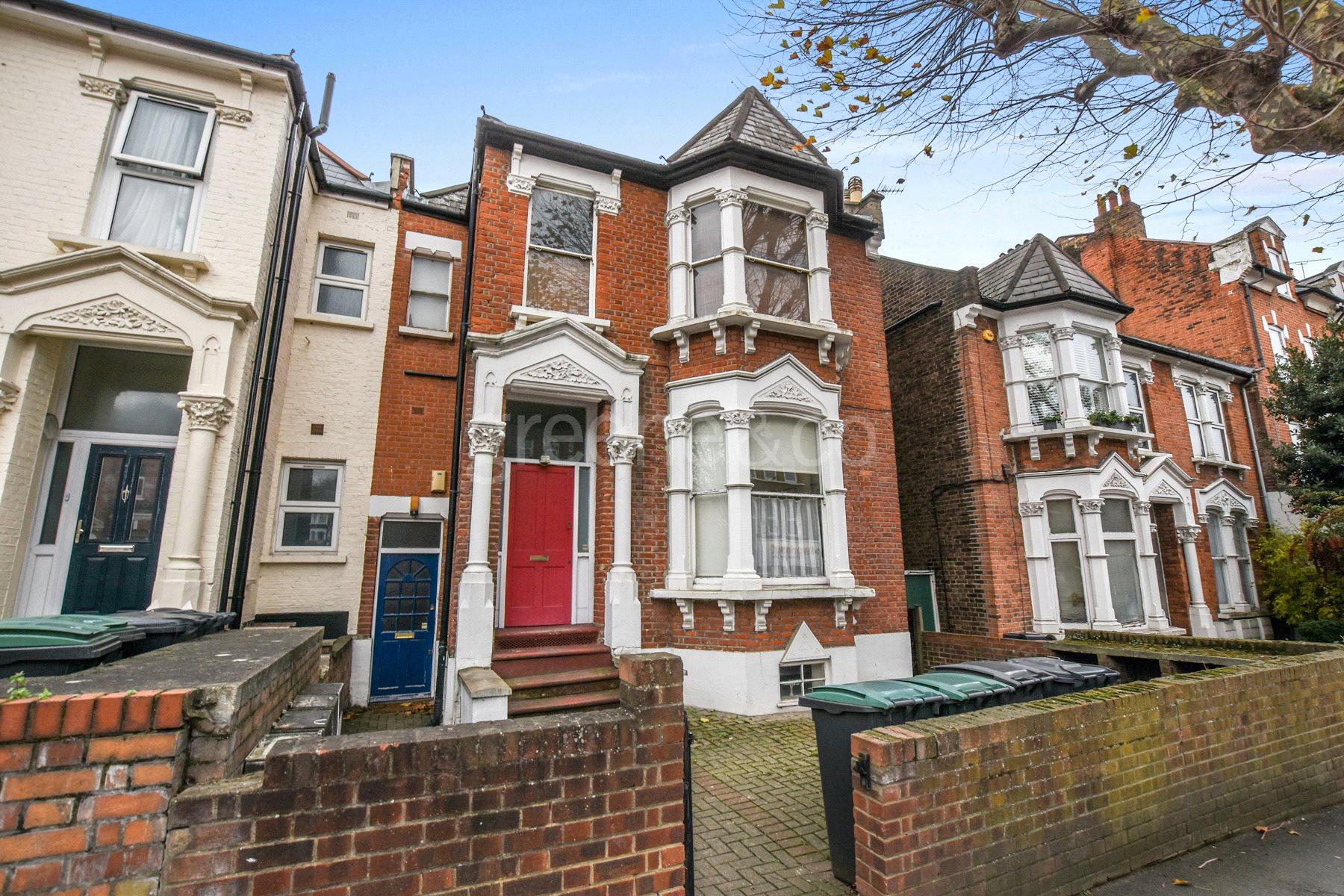 2 Bedrooms Flat for sale in Ferme Park Road, Stroud Green, London, N4