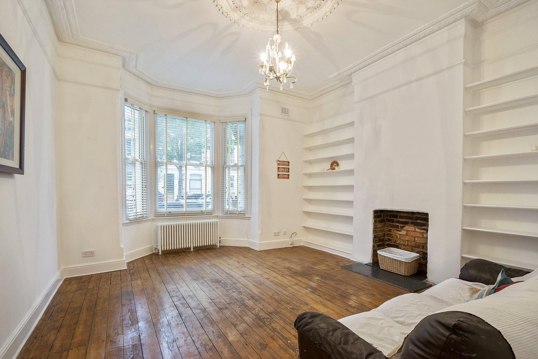 2 Bedrooms Flat for sale in Burton Road, Brondesbury, London, NW6