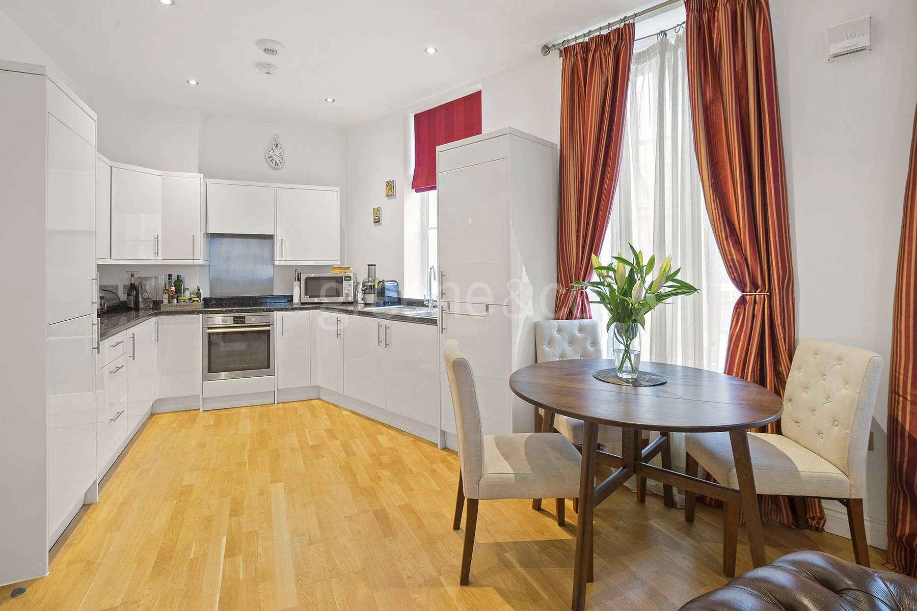 2 Bedrooms Flat for sale in West End Lane, London, NW6