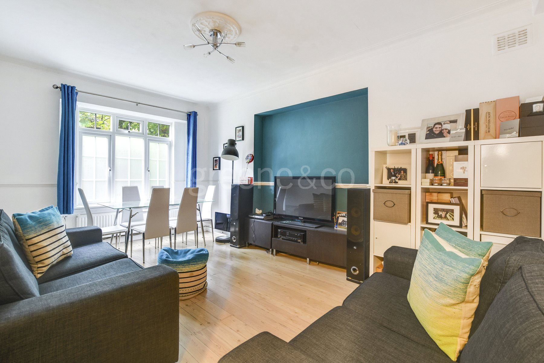 2 Bedrooms Flat for sale in Hillcrest Court, Shoot Up Hill, Kilburn, London, NW2
