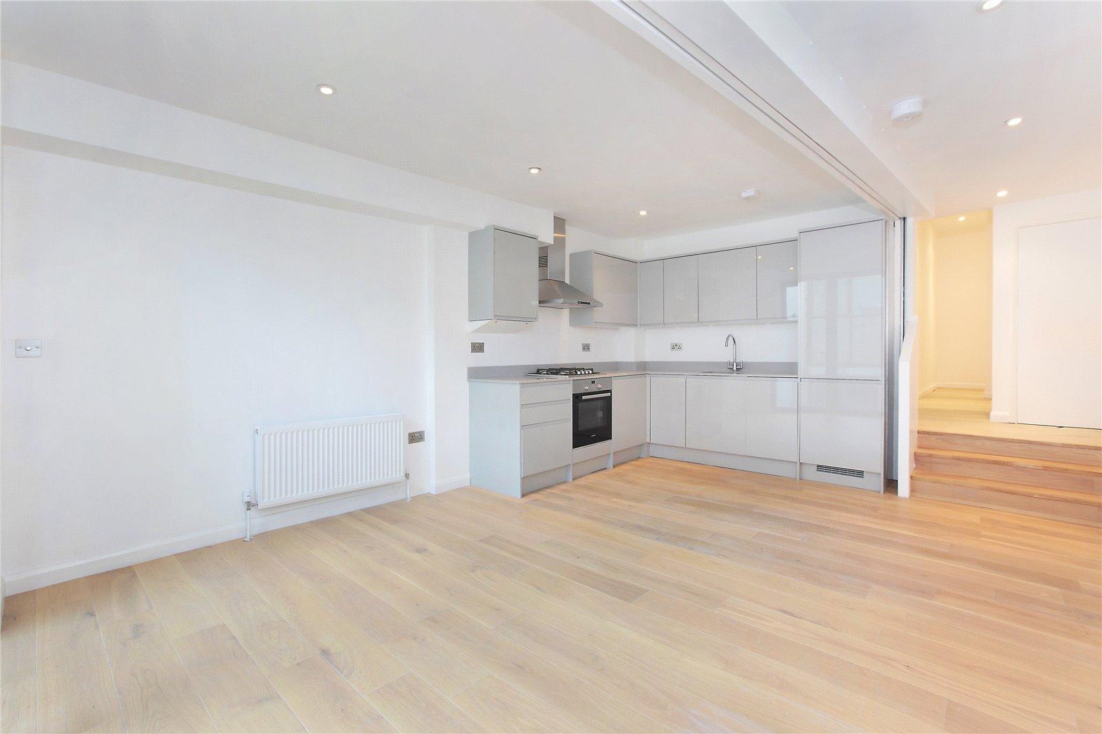 2 Bedrooms Flat for sale in St John's Hill, Battersea, London, SW11