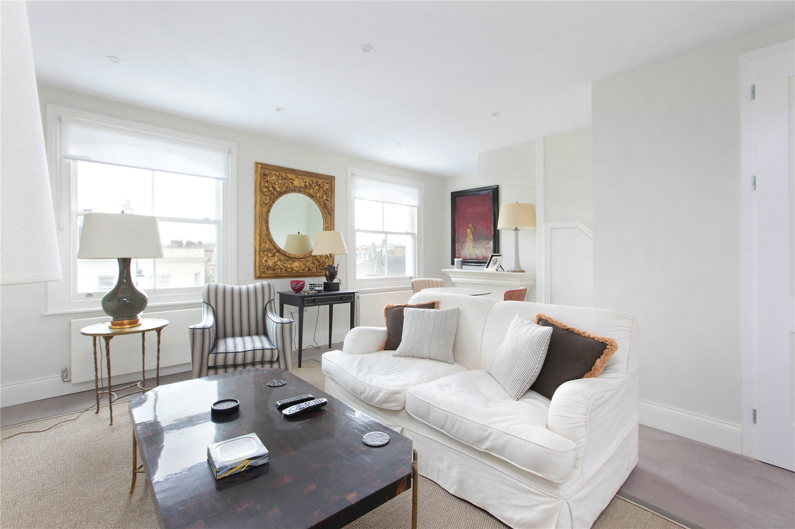 2 Bedrooms Flat for sale in St John's Hill, London, SW11