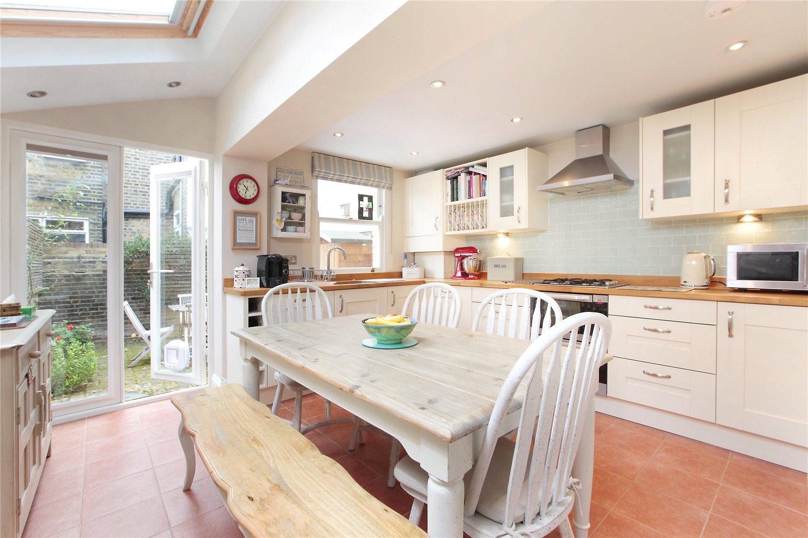 3 Bedrooms Terraced House for sale in Tennyson Street, Battersea, London, SW8