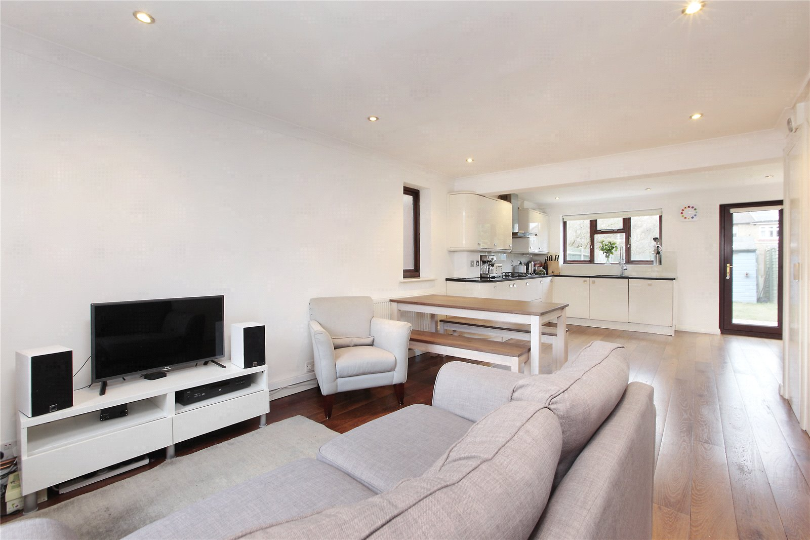 3 Bedrooms Semi Detached House for sale in Rosethorn Close, Balham, London, SW12