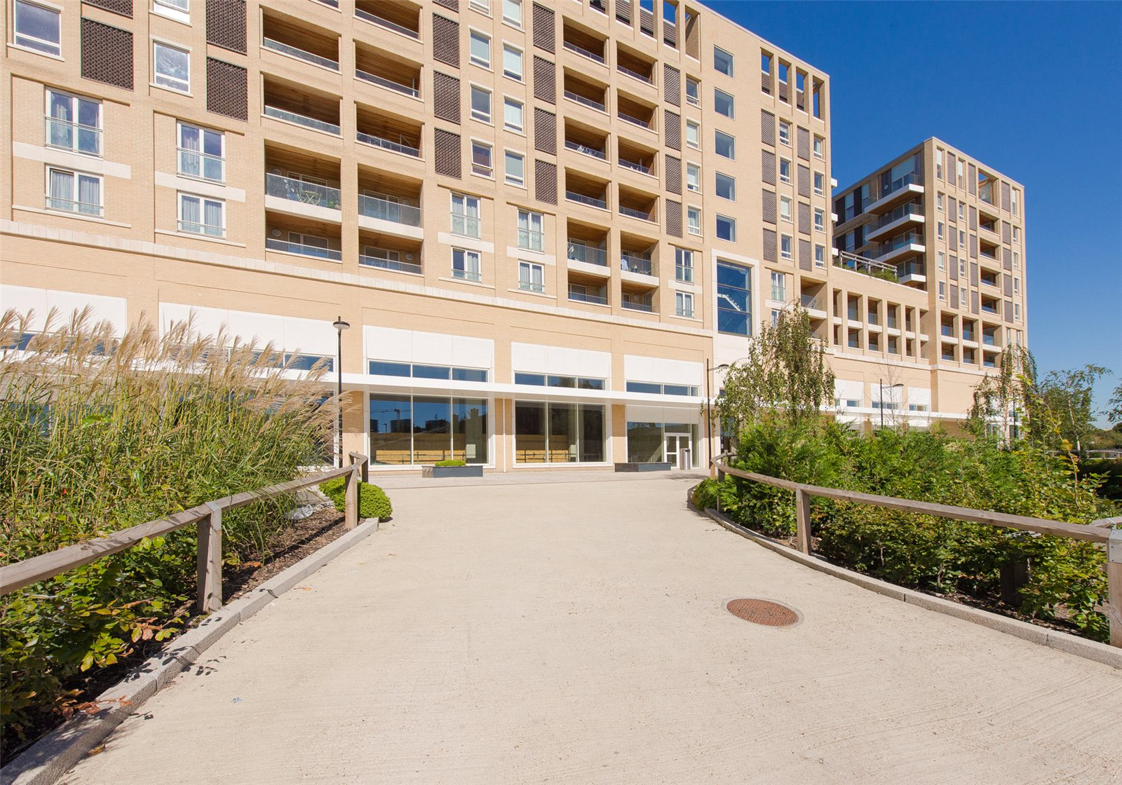 2 Bedrooms Apartment Flat for sale in Discovery Tower, Hallsville Quarter, Canning Town, London, E16