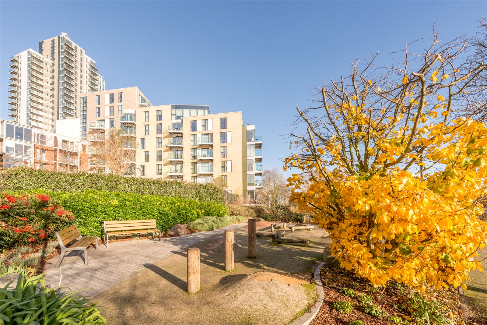 3 Bedrooms Apartment Flat for sale in Sandpiper, Woodberry Down, Finsbury Park, London, N4