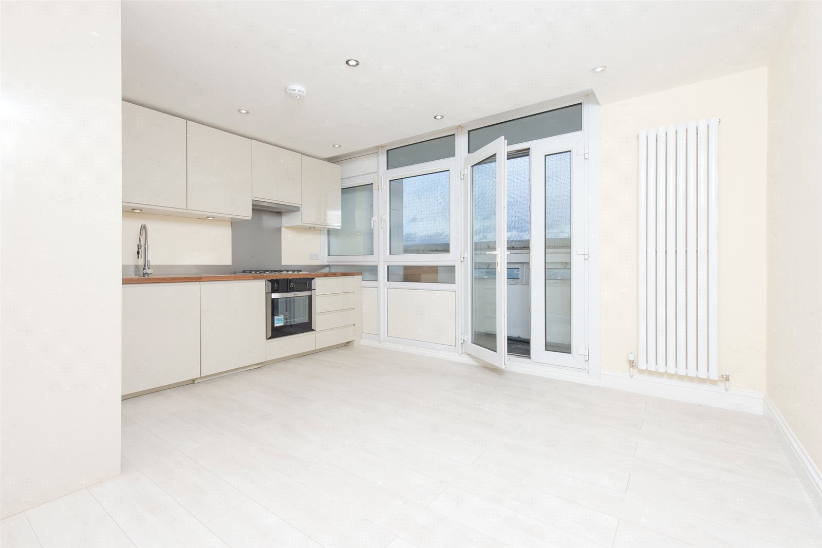 2 Bedrooms Apartment Flat for sale in Elmslie Point, Leopold Street, London, E3