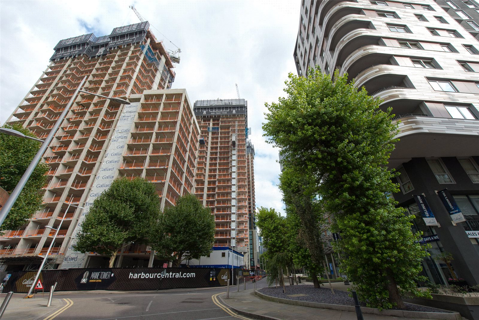3 Bedrooms Apartment Flat for sale in Maine Tower, Harbour Central, Lighterman's Road, E14