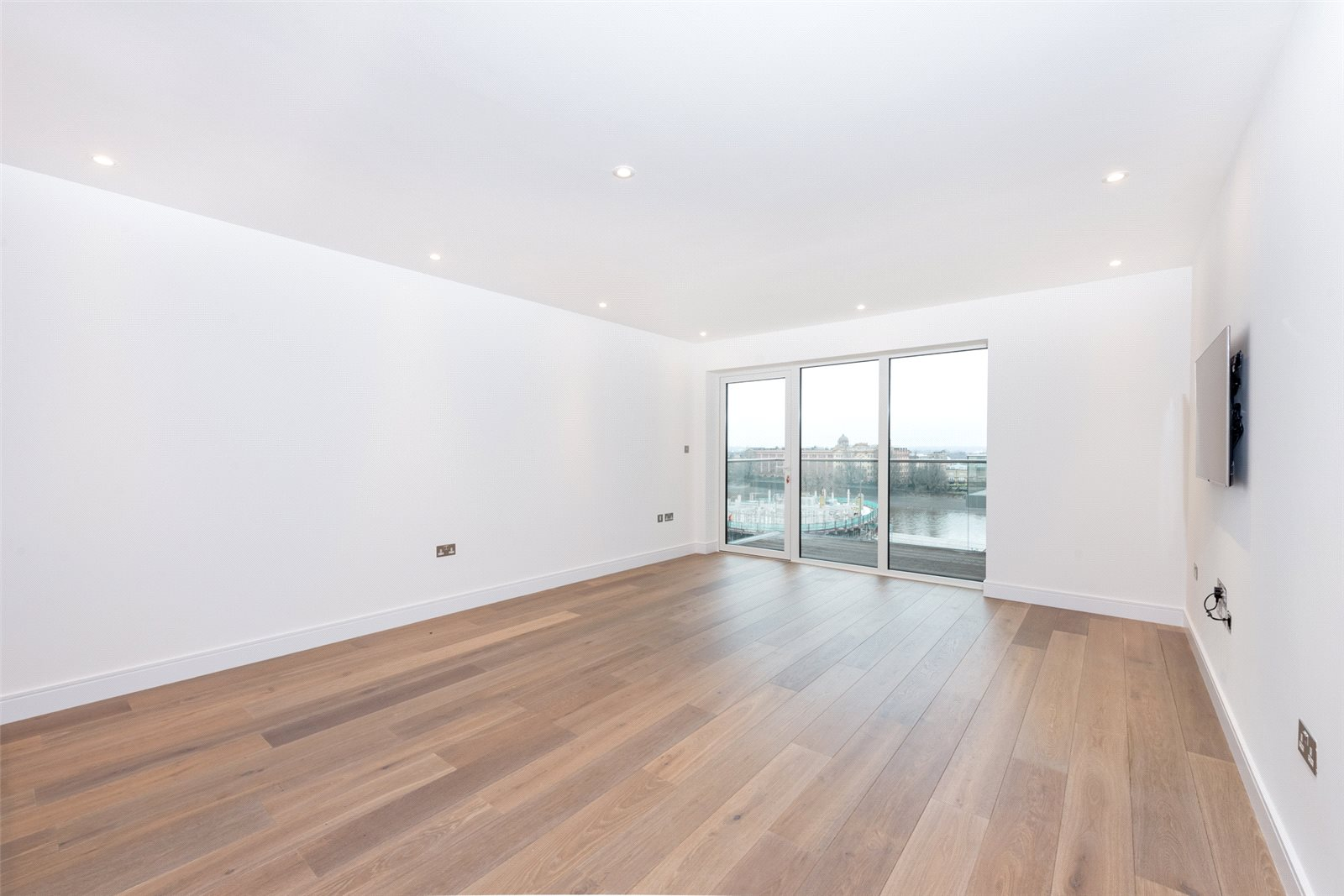 2 Bedrooms Apartment Flat for sale in Faulkner House, Fulham Reach, Fulham, London, W6