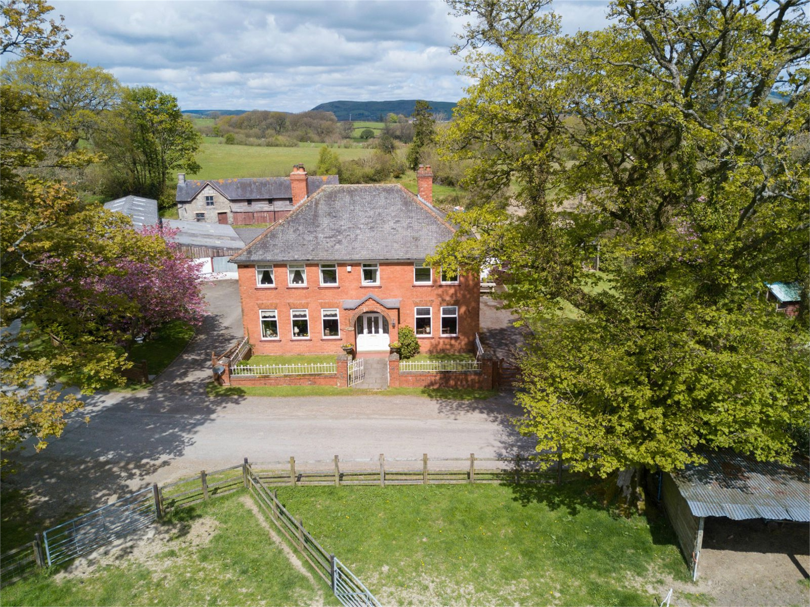 5 Bedrooms Detached House for sale in Lower Cefn Penarth, Crossgates, Llandrindod Wells, Powys, LD1