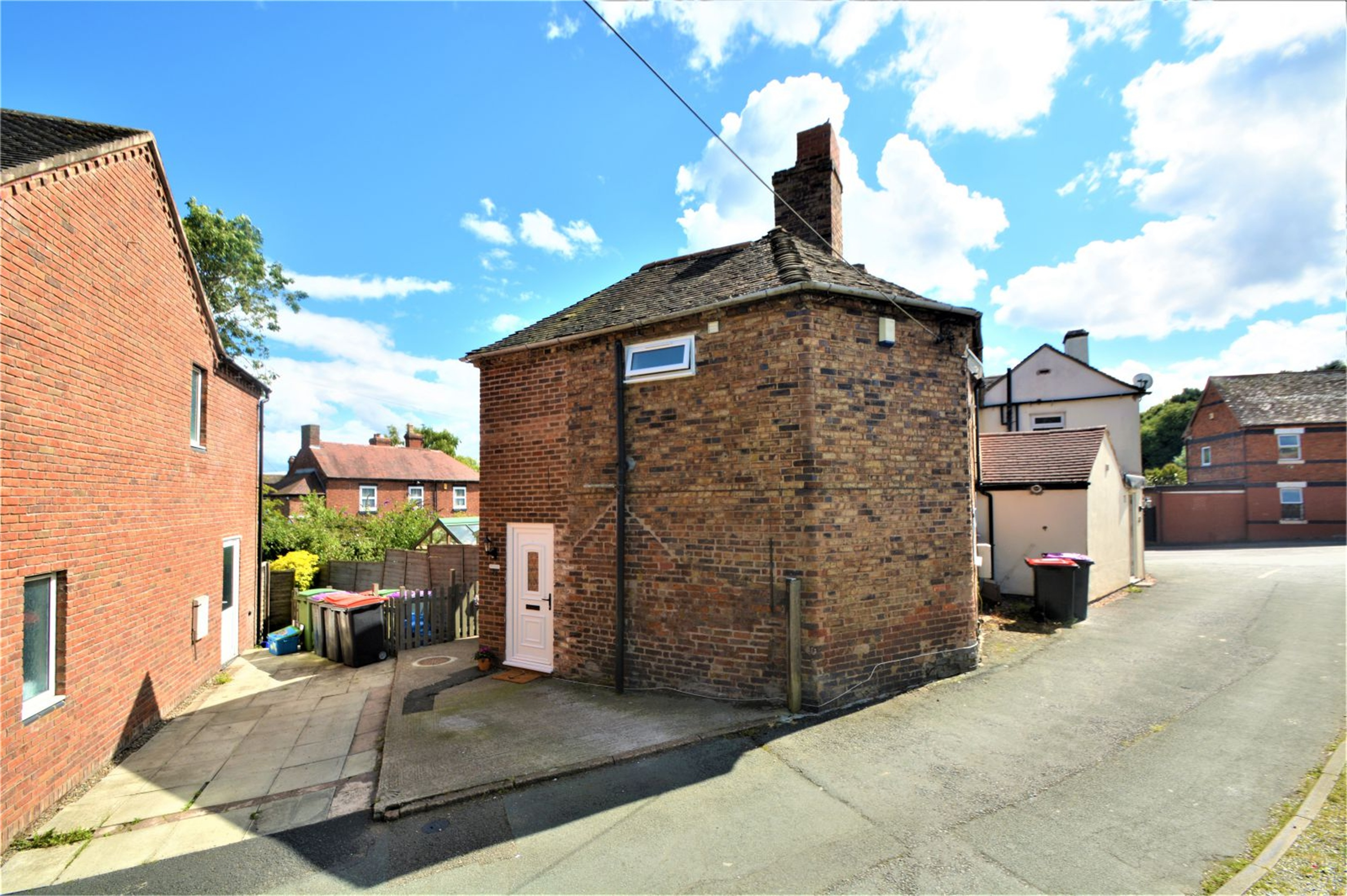 2 Bedrooms Terraced House for sale in 45 Bridle Road, Madeley, Telford, Shropshire, TF7
