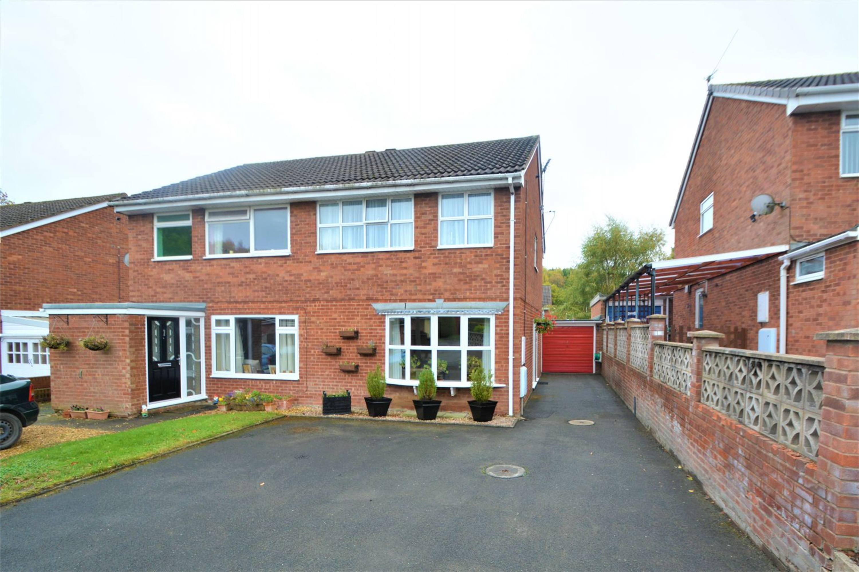3 Bedrooms Semi Detached House for sale in 2 Chantry Close, Broseley, Shropshire, TF12