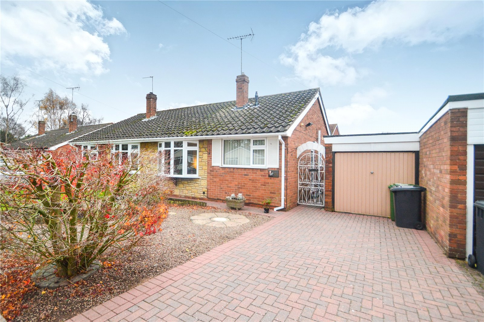 2 Bedrooms Semi Detached Bungalow for sale in 36 Snowdon Close, Franche, Kidderminster, Worcestershire, DY11