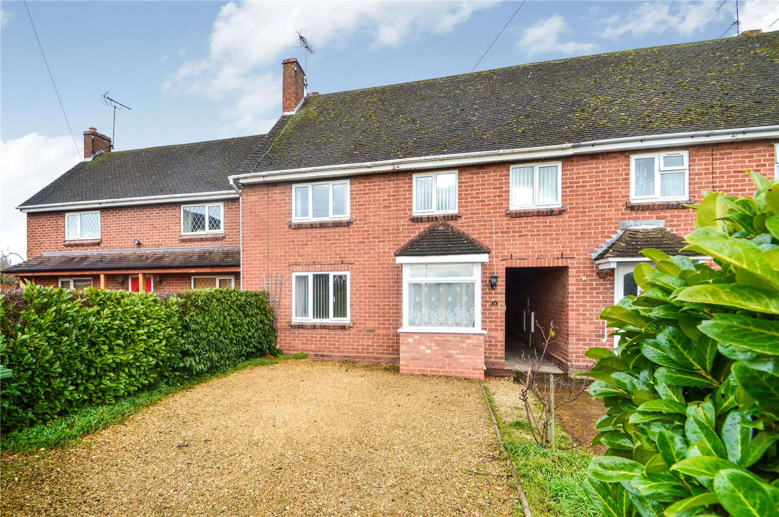4 Bedrooms Terraced House for sale in 11 Shrubbery Close, Cookley, Kidderminster, DY10